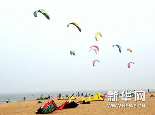 潍坊/潍坊滨海国际风筝冲浪赛激战正酣